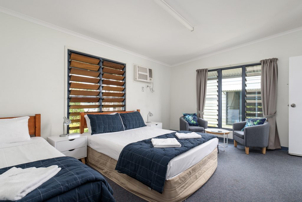 holiday accommodation tin can bay QLD