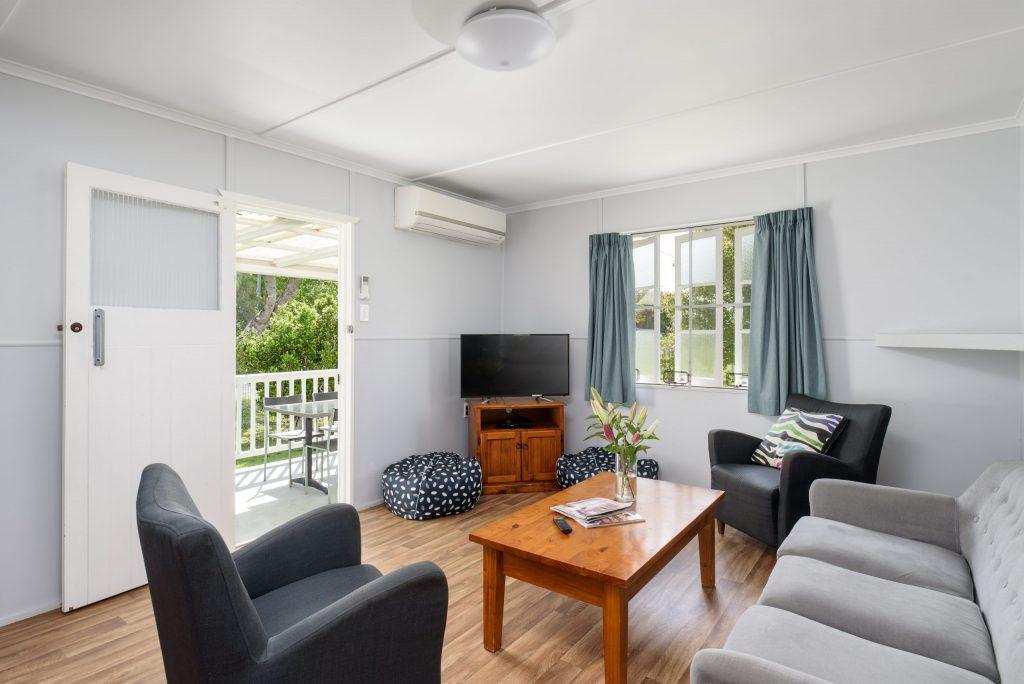 beachfront accommodation tin can bay sleepy lagoon motel lounge