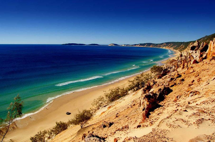 beachfront accommodation tin can bay coastline